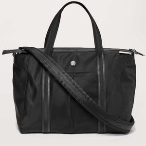 Lululemon // EUC Everywhere Bag 23L